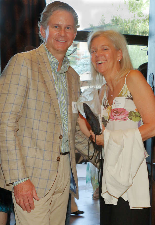Ann Bodelson Brown speaks with Ed Smida, sculptor and Gala donor.
